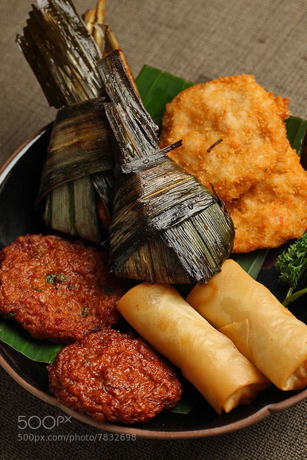Thai food,Thai snack platter(Shrimp patties,Fish patties,Lotus leaf wrapped chicken,Vegetable spring rolls)