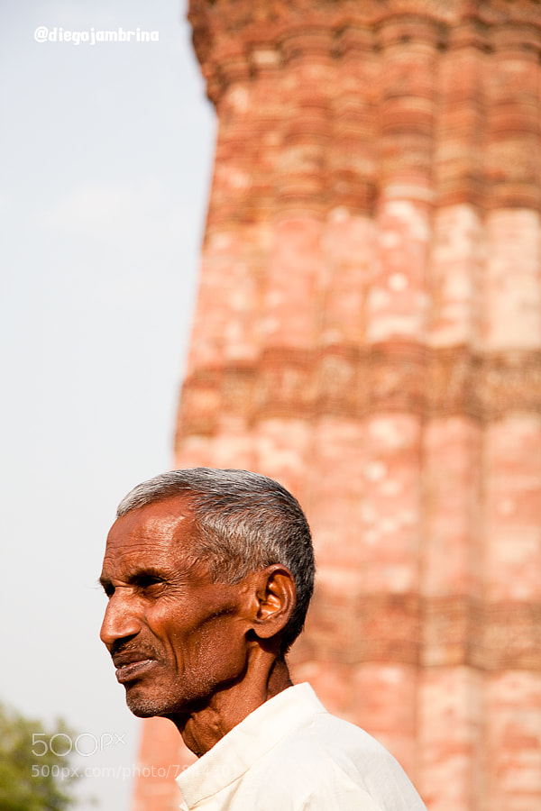 Turista típico en Qutab Minar by Diego Jambrina (Elhombredemackintosh) on 500px.com
