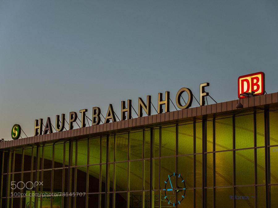 Photograph 20:55 Uhr am Hauptbahnhof Köln by Dominik Lenarczyk on 500px