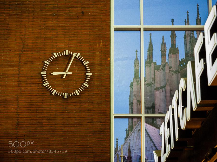Photograph 21:05 Uhr am Hauptbahnhof Köln by Dominik Lenarczyk on 500px