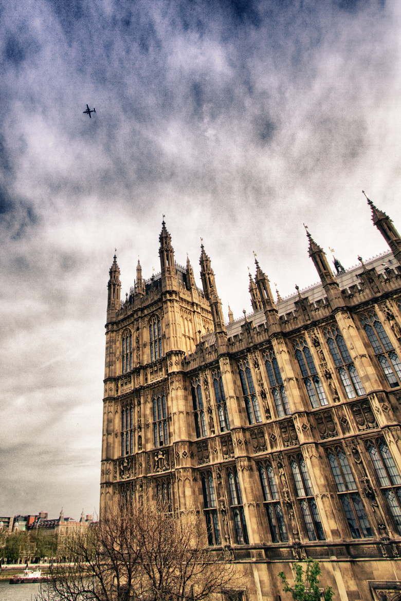 Photograph Houses of Parliament shooting planes by Antoine Bergeal on 500px