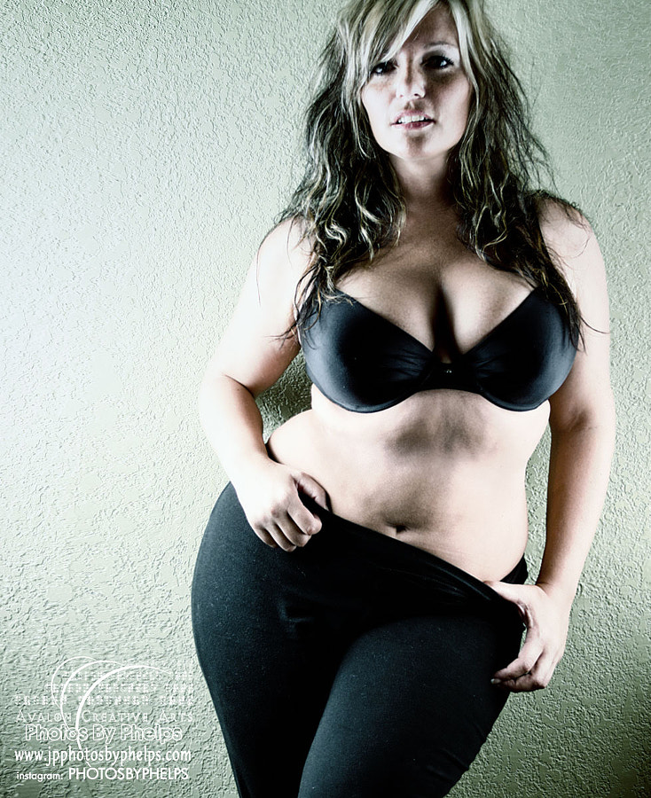 model is eliza jayne  all natural and thick