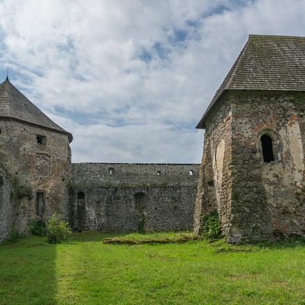 Bzovik castle (Slovakia)