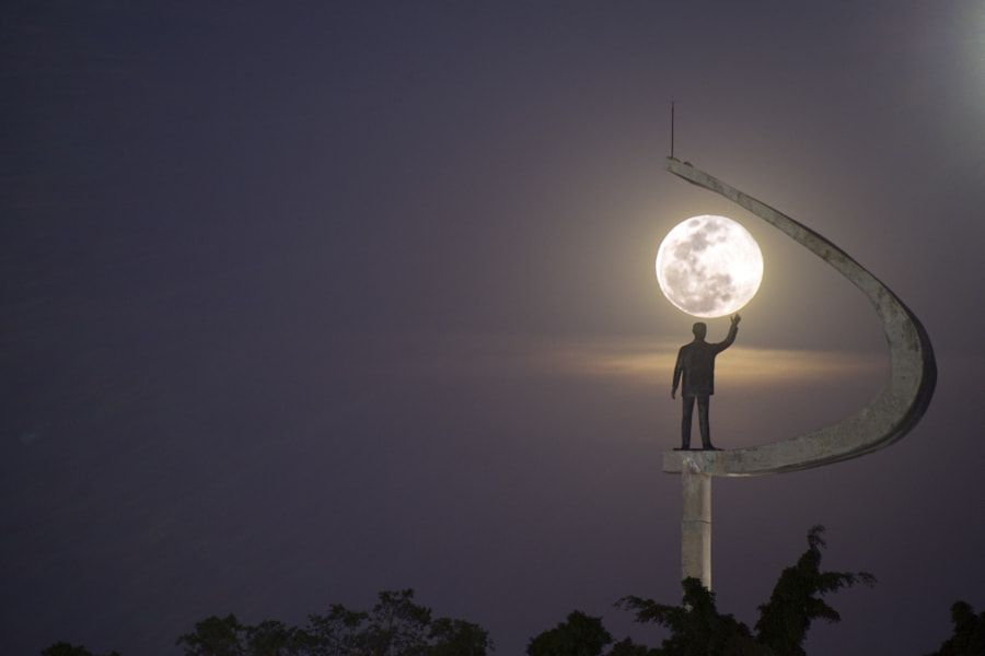 Super Moon - JK Memorial by Leandro Discaciate on 500px.com