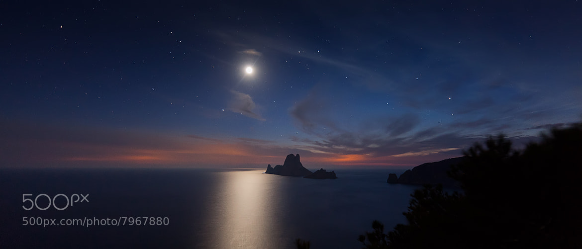 Photograph Moon & Es Vedra by Alejandro Iborra on 500px