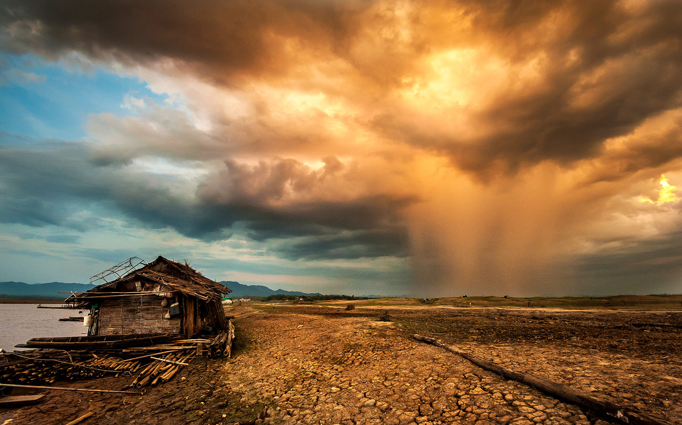 Photograph The Perfect Storm by Jakrapong Sombatwattanangkool on 500px