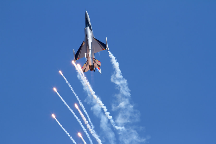 F16 with Flares