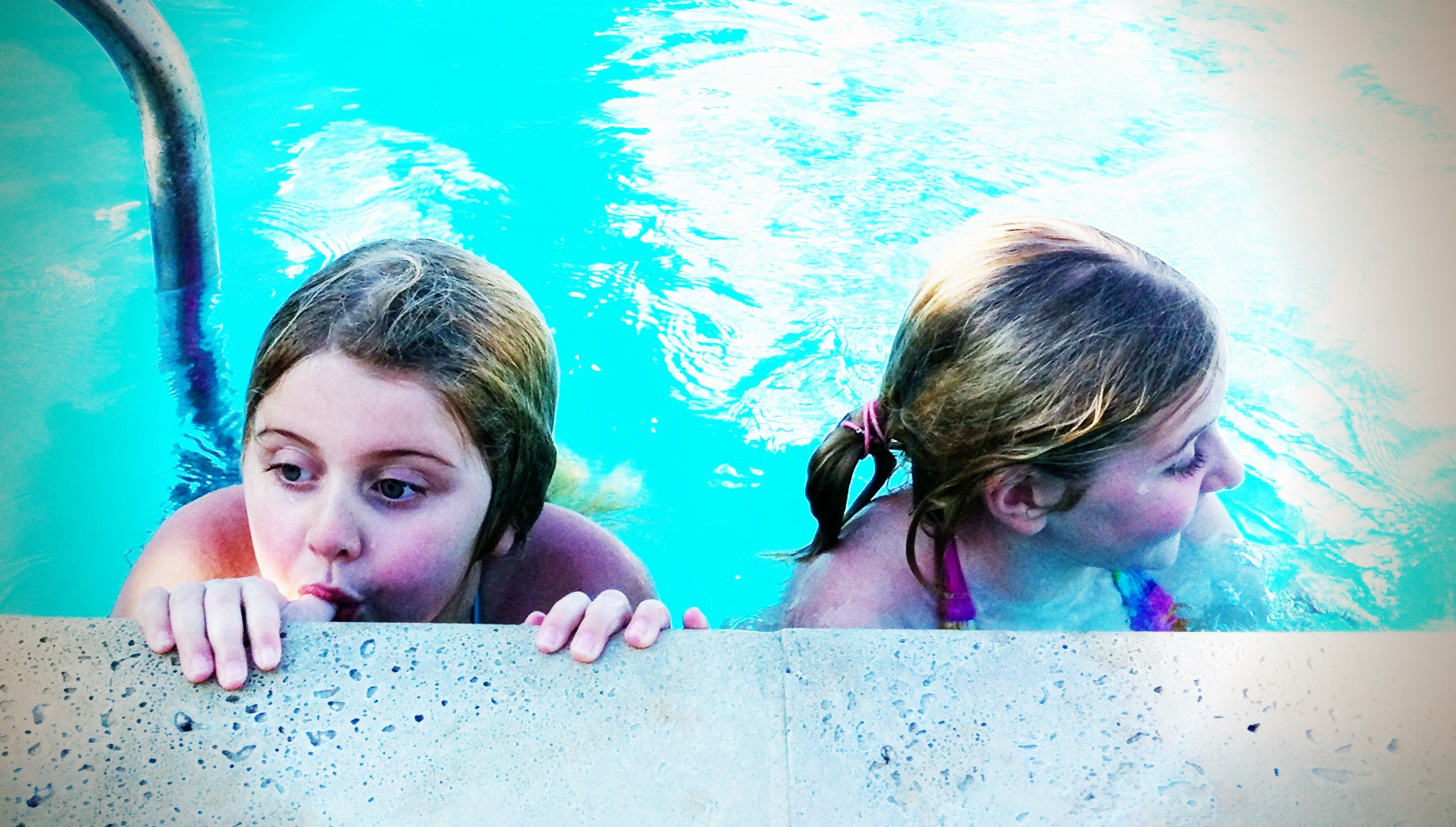 Photograph Lila & Bunny in the pool by Jay Holler on 500px