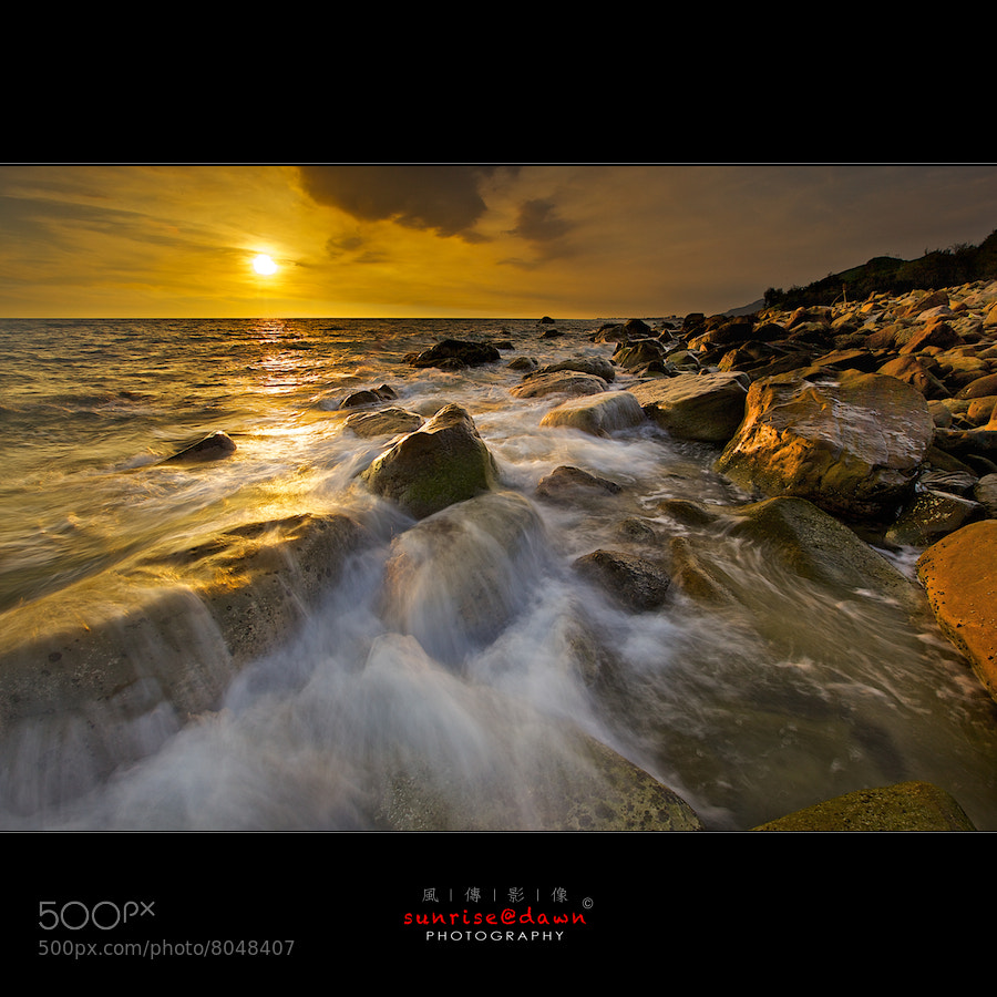 Photograph waves & rocks by Sunrise@dawn 風傳影像 on 500px