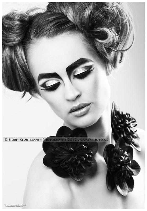 Photograph Pretty Black Make-up  by Eefje Van iersel on 500px