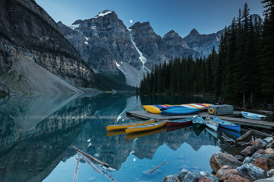 Moraine Lake in Moonlight with a couple in love by Rafael Classen on 500px.com