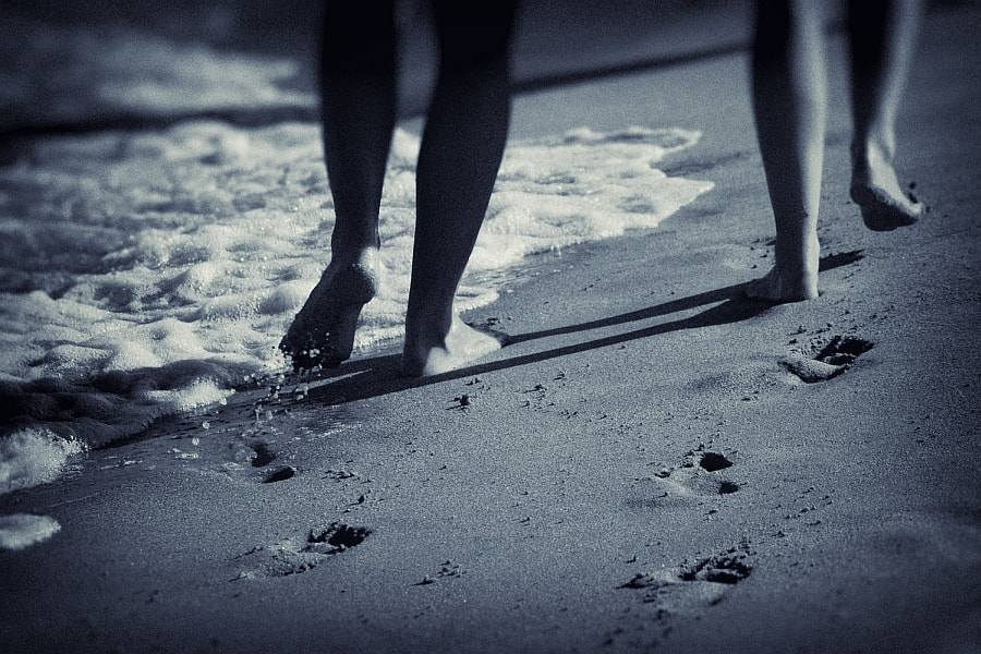 Photograph footprints in the sand by Vladimir Perfanov on 500px