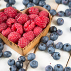 Постер, плакат: fresh raspberries and blueberries