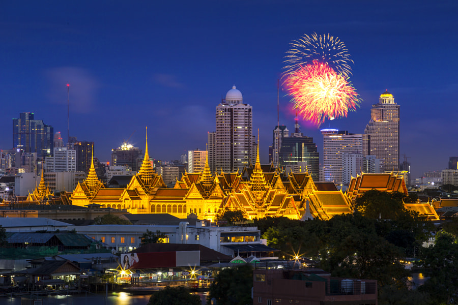 Grand Palace and Emerald Buddha Temple (Wat Phra Kaew) at twilight by Seksan Srikasemsuntorn on 500px.com