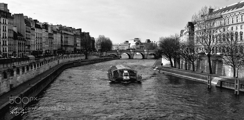 Photograph le bateau et le pont neuf by Pedro Souza on 500px