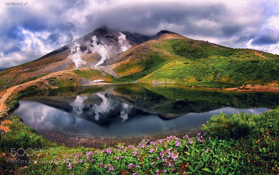 Cloud reflection by Jaewoon U