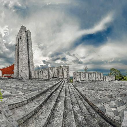 """Monument of three generations"""