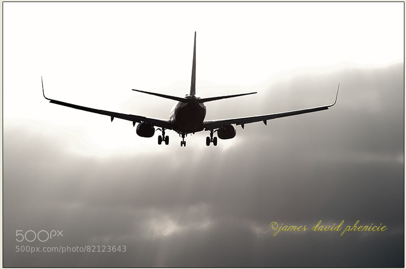 Boeing 737-800 landing at San Diego International Airport.  Please do not use without permission or compensation.    ©2014 James David Phenicie  All Rights Reserved.