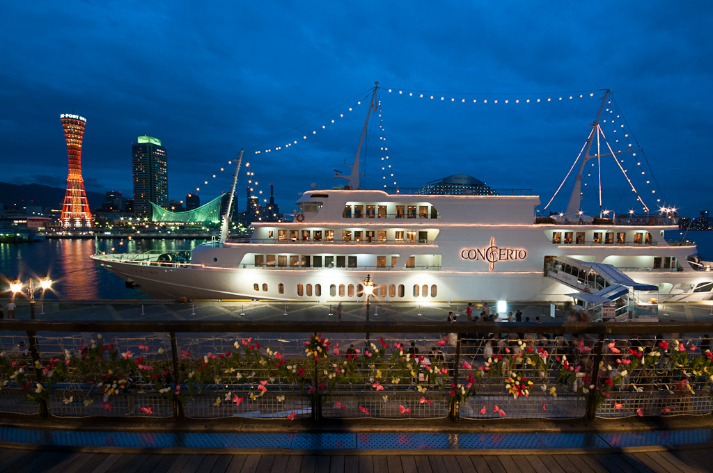 """Photograph Night view of Kobe and a dinner cruise ship """"Concerto"""" by Hojae Lee on 500px"""