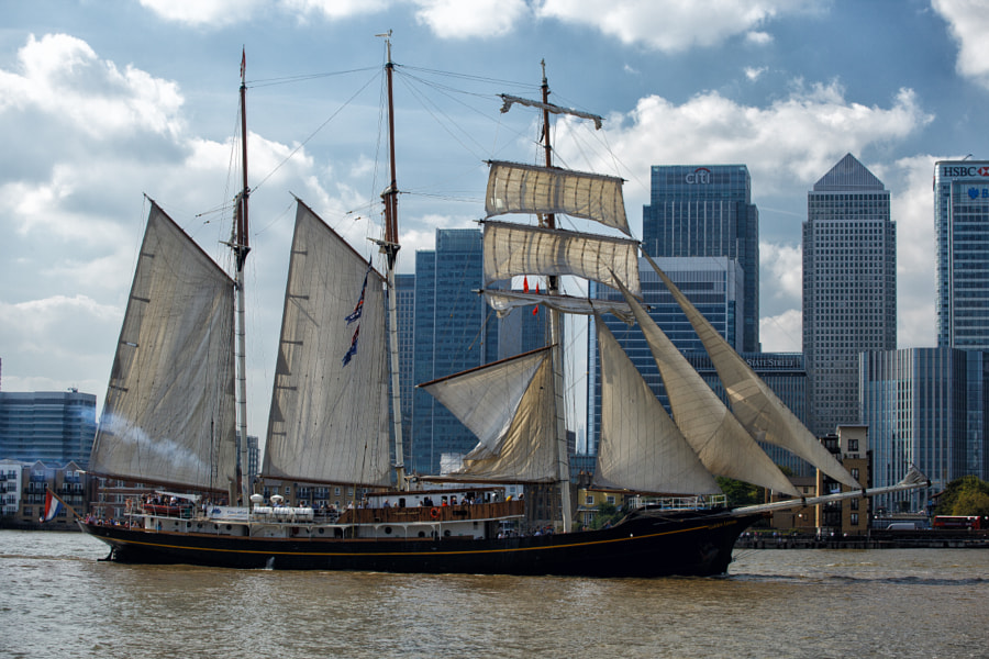 Parade of Sail - Gulden Leeuw passes docklands