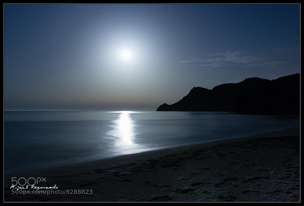 Photograph Dark beach by Miguel Raymundo Bailén González on 500px