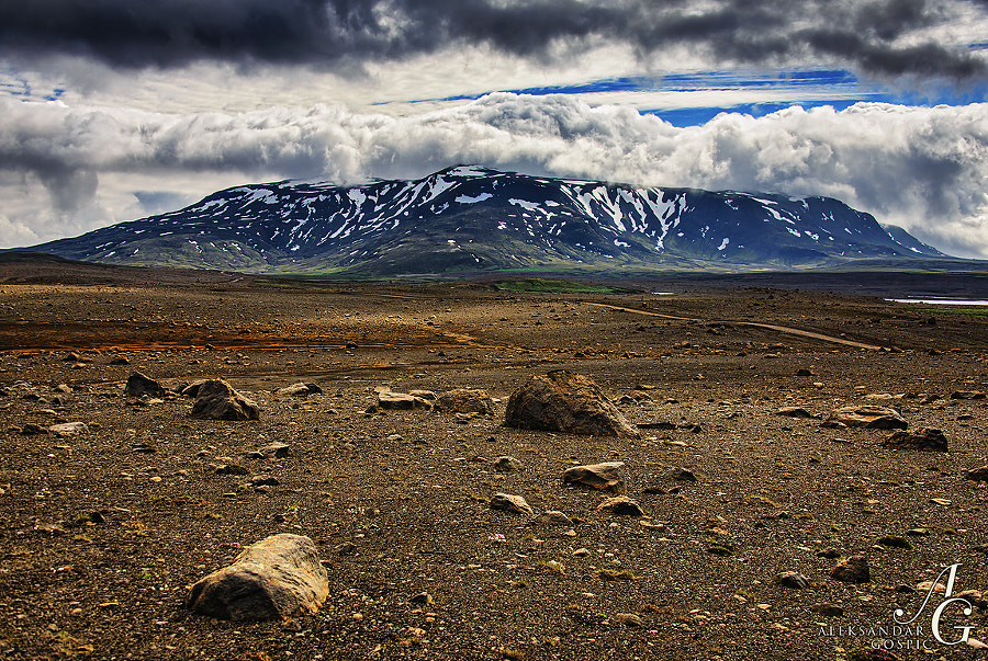 If there was no Blafell (1204m) mountain in sight this part of central Icelandic highlands could easily pass for Mars