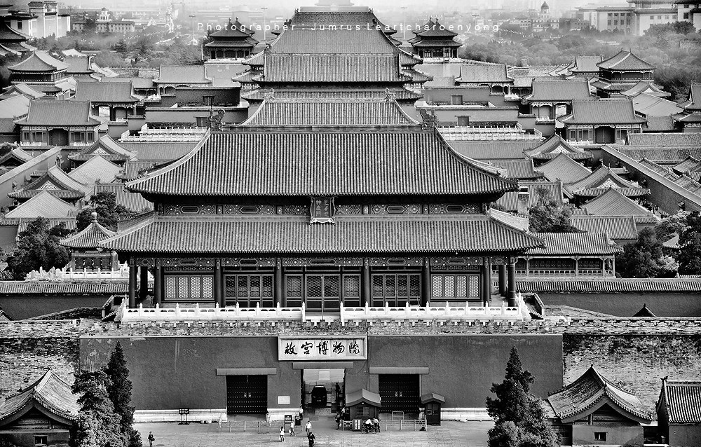 Photograph Forbidden City : Beijing B&W by Jumrus Leartcharoenyong on 500px