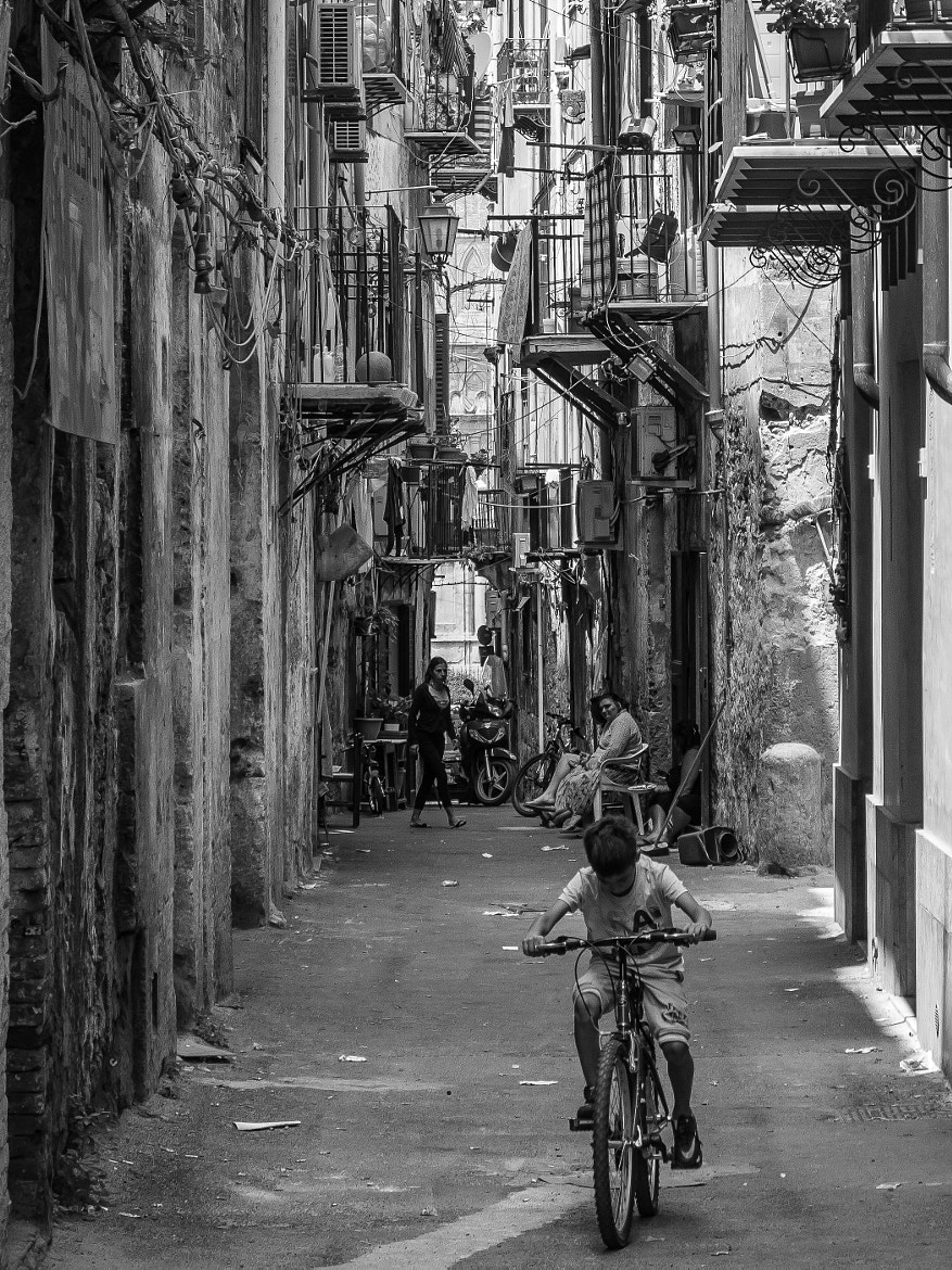 Photograph smal alley..... by Noël Lenders on 500px