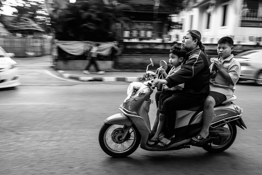 Motorbike with kids in Chiang Mai