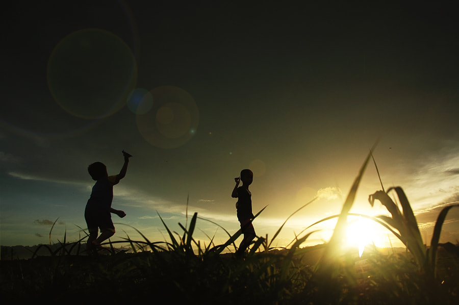 Photograph Playing in the fields by 3 Joko on 500px