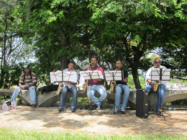 Photograph Tocando en el parque. Rep. Dominican. by maritza   BAEZ ACTA. on 500px