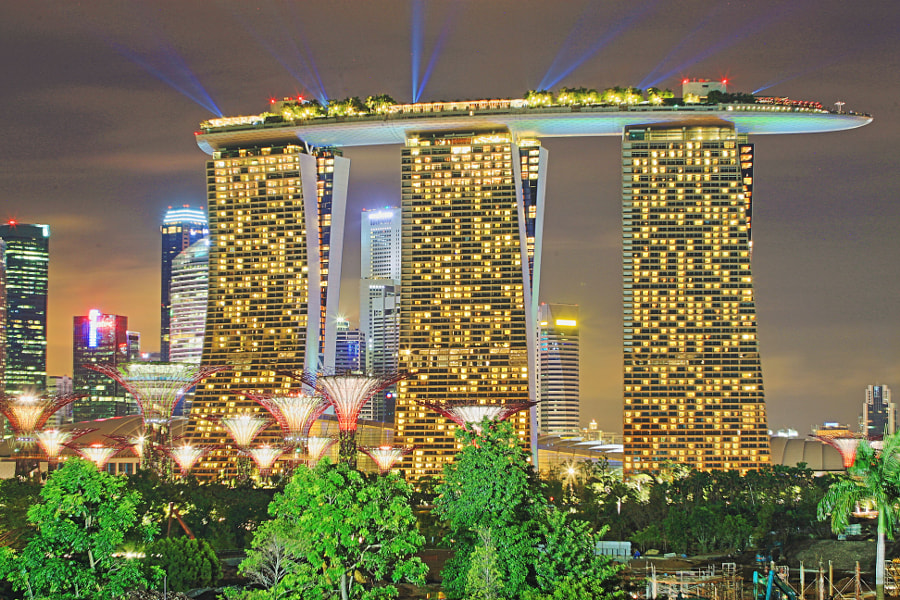 Night Scenery of MBS and SuperTrees
