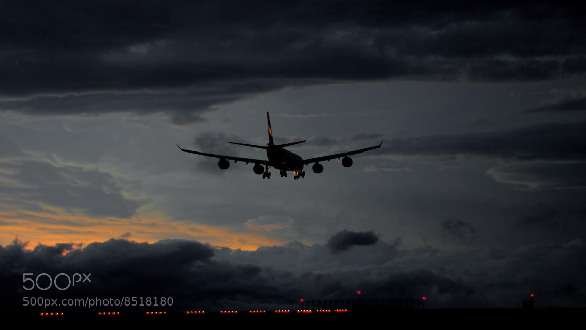 Photograph Airbus 340-500 Emirates by Adrian Kraszewski on 500px