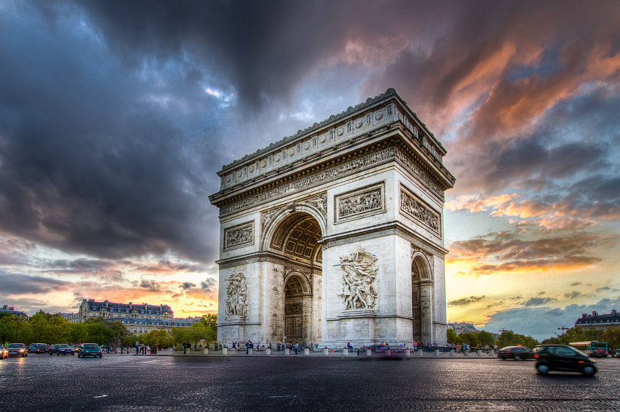 Cloudy Sunset on Arc de Triomphe