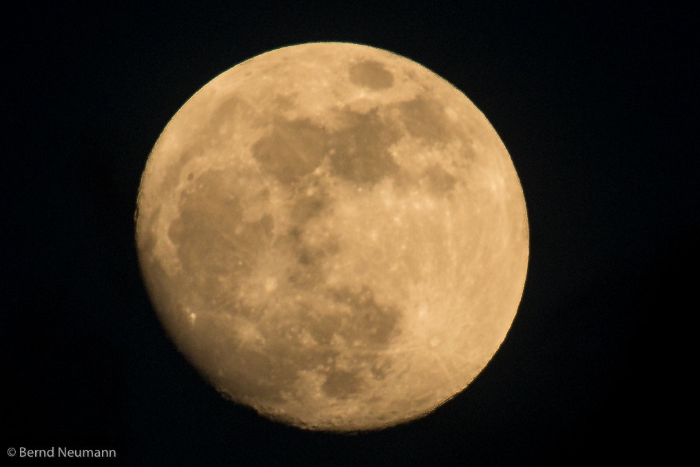 Photograph the moon big and beautiful by Bernd Neumann on 500px
