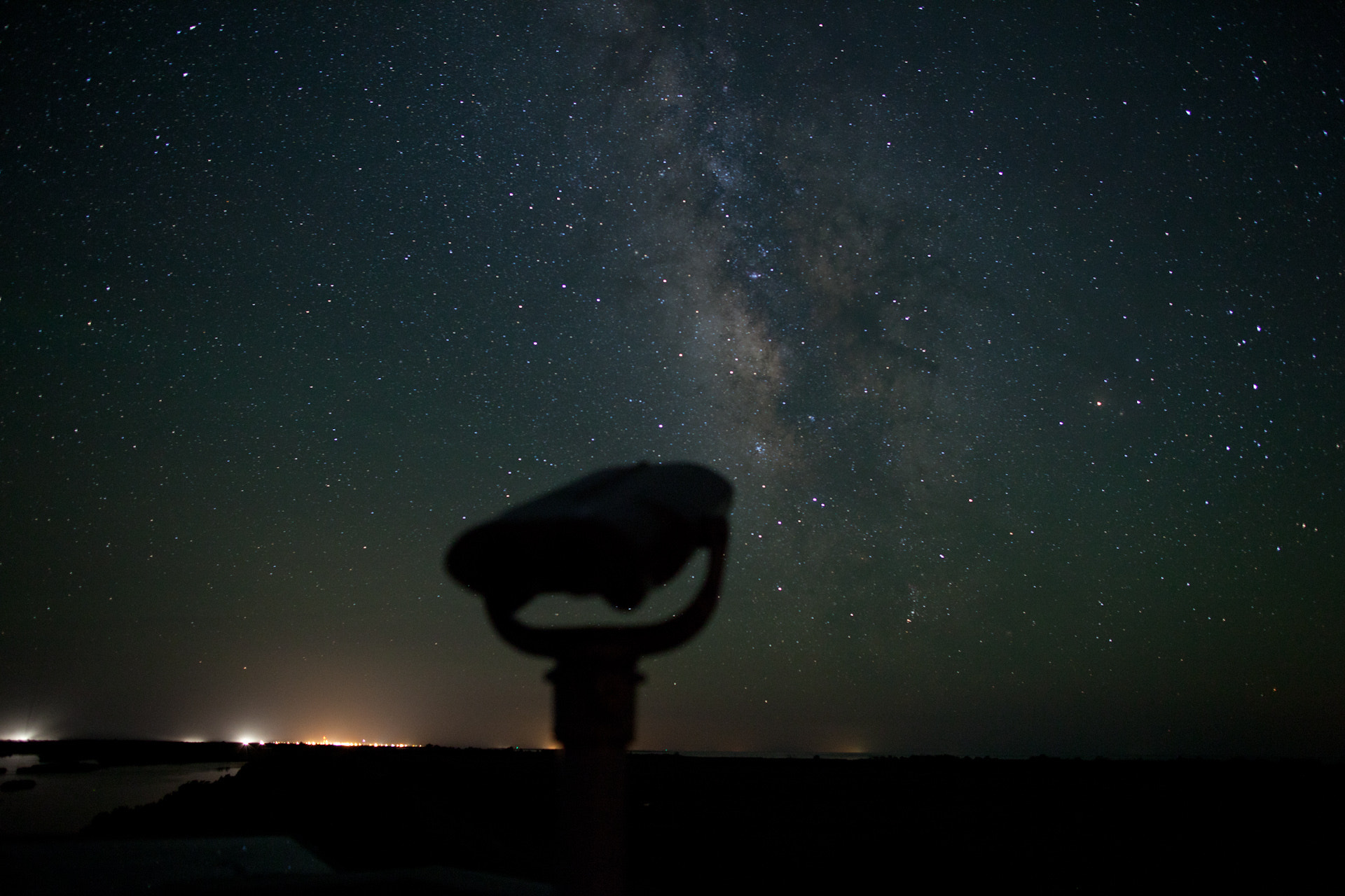 Photograph watch the Milky Way with Me by Daniel Lowe on 500px