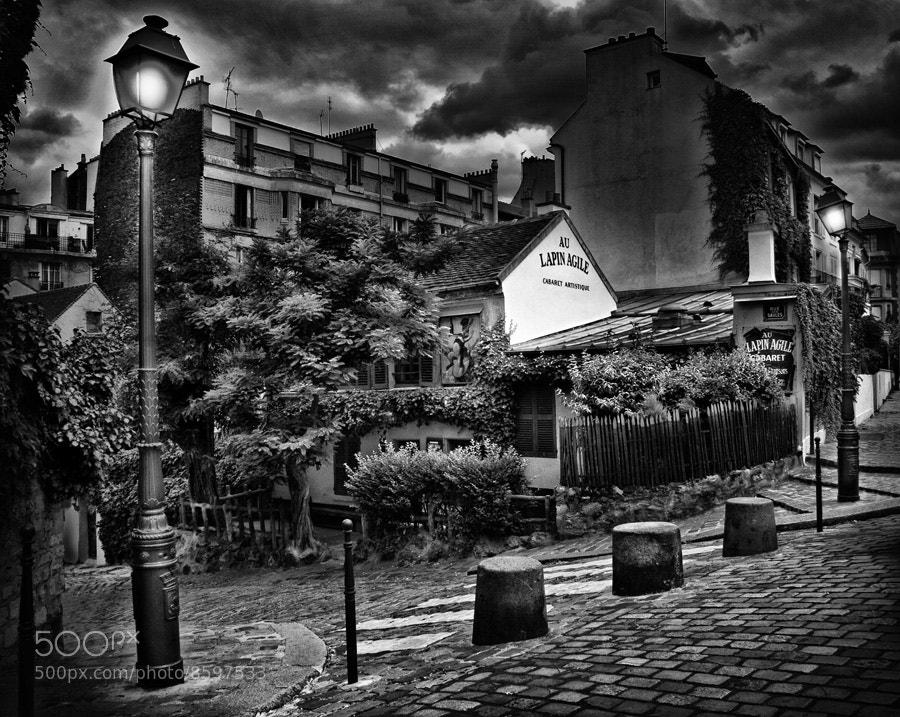 Photograph Le lapin agile by Regards Parisiens on 500px