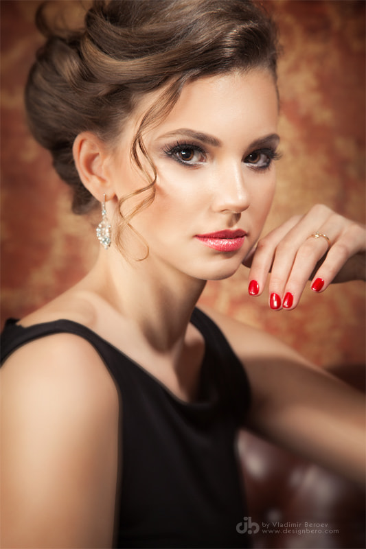 Photograph A simple portrait in warm colors by Vladimir Beroev on 500px