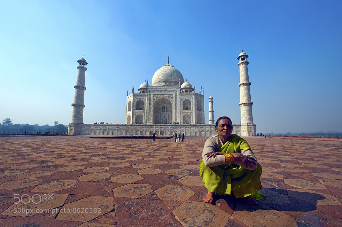Photograph in front of the Taj #2 by Yaman Ibrahim on 500px