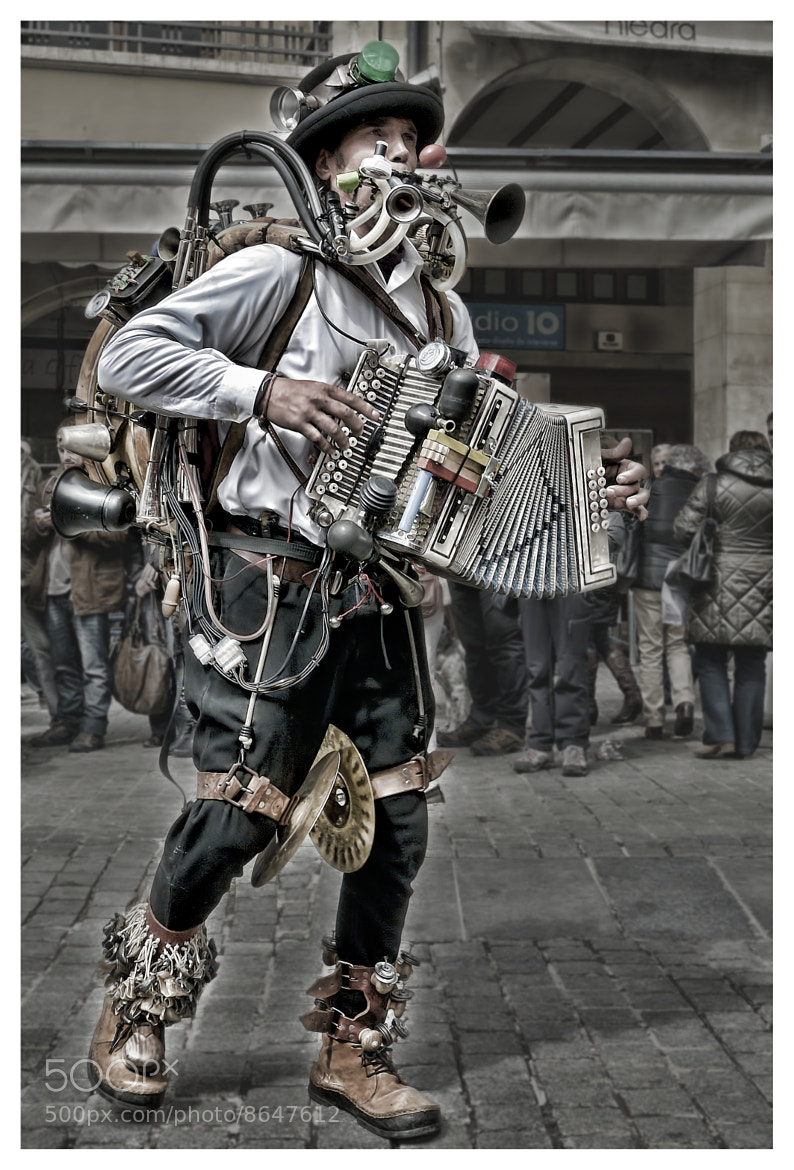 Photograph The one man band by Julio Sanchez on 500px