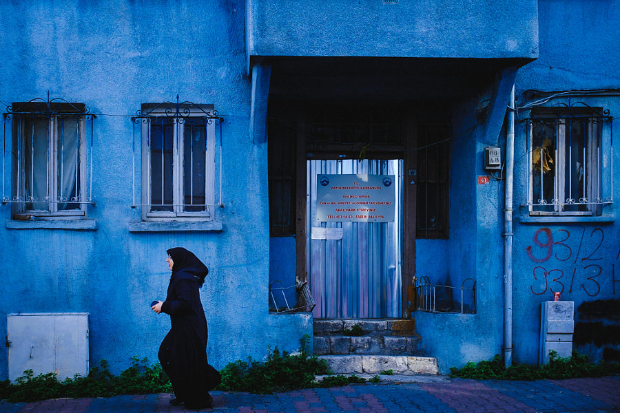 Blue house and a running woman
