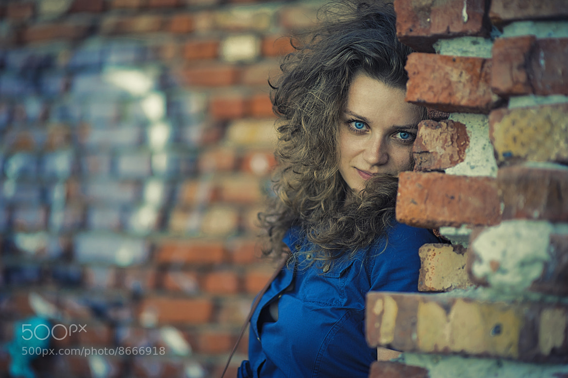 Photograph girl at a wall by Дмитрий Тимофеев on 500px