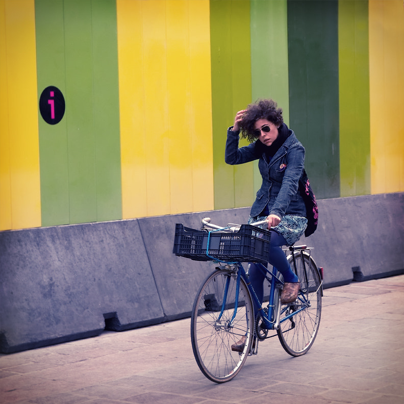 Photograph A bicyclette by Regards Parisiens on 500px