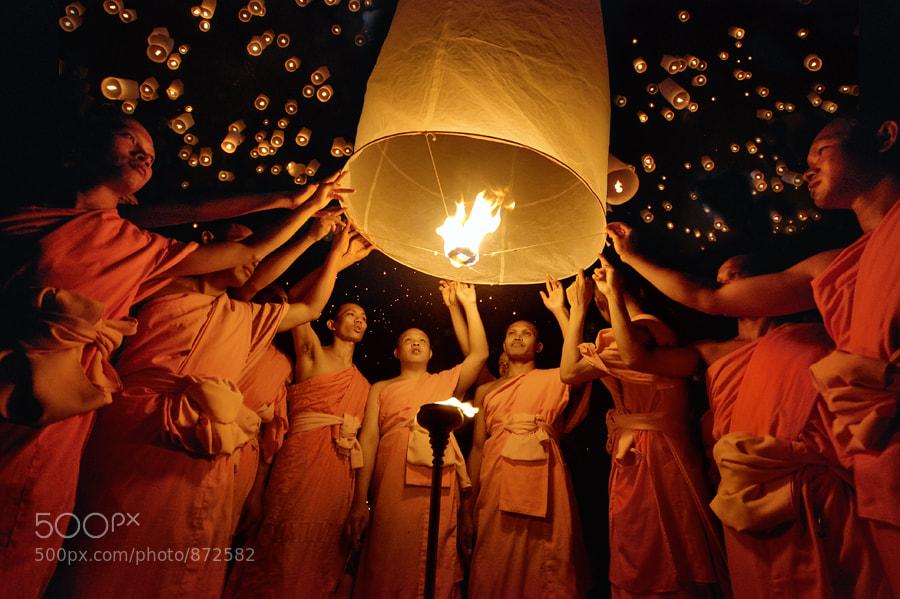 Photograph Yee Peng festival of Light by Taradol Chitmanchaitham on 500px