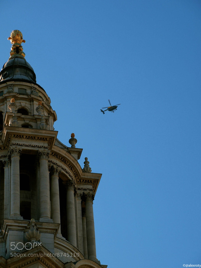 Helicopter over St Paul's by Alexandre Roty (AlexRoty) on 500px.com