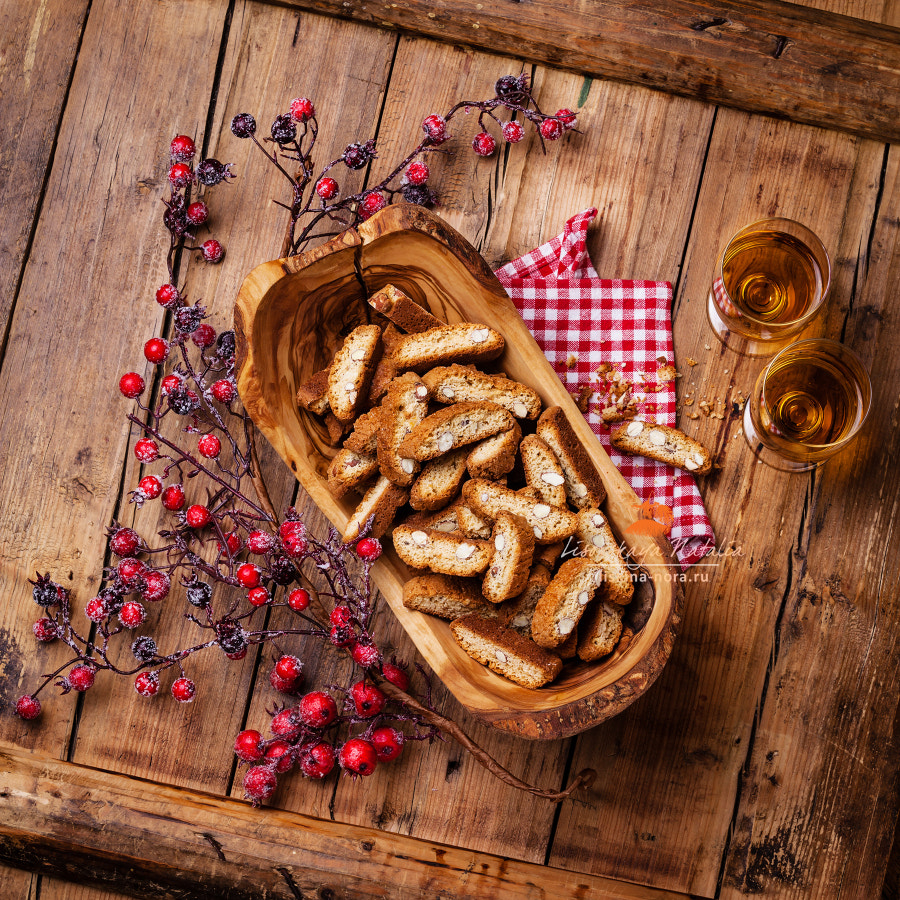 Cantuccini in olive wood bowl
