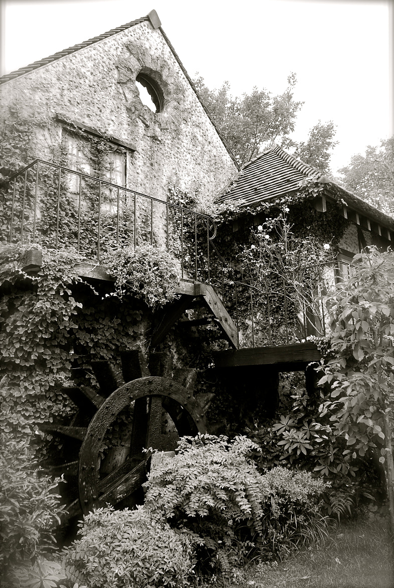 Photograph Waterwheel and old house by kanae iyo on 500px