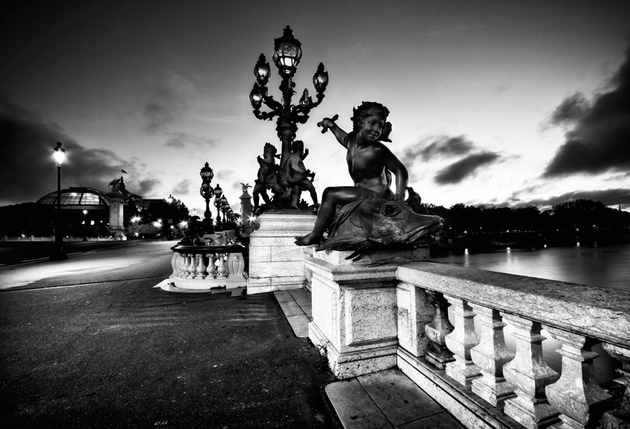 Photograph Pont Alexandre III vers 5h by Oliver Hermann on 500px