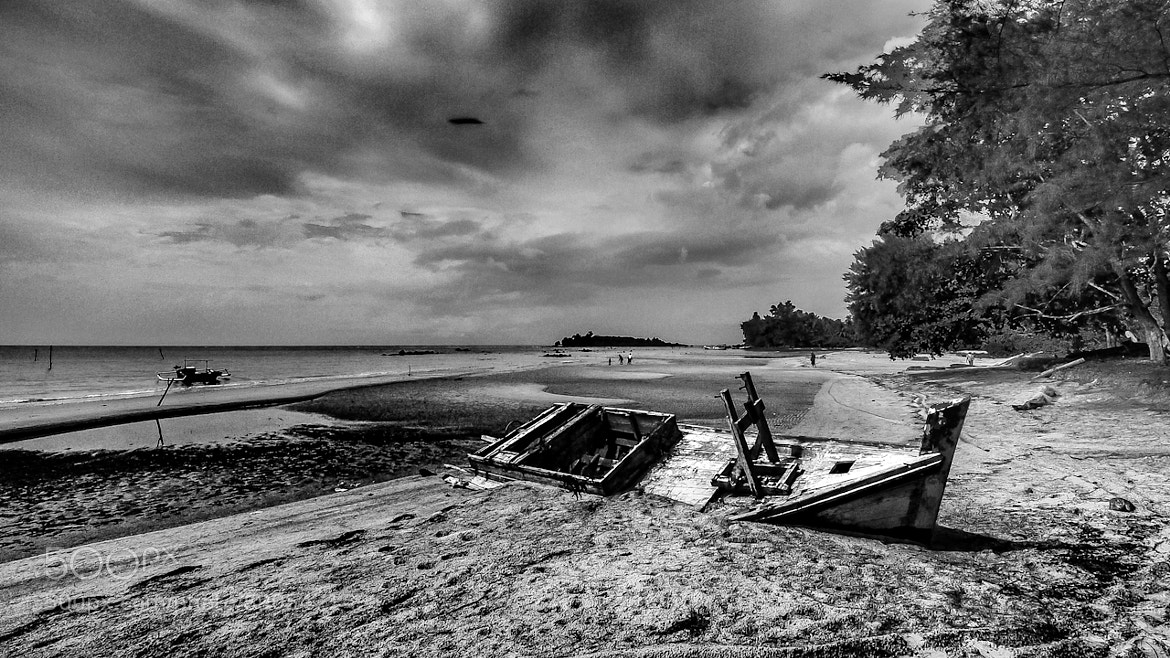 Photograph Stranded by Rose Kampoong on 500px