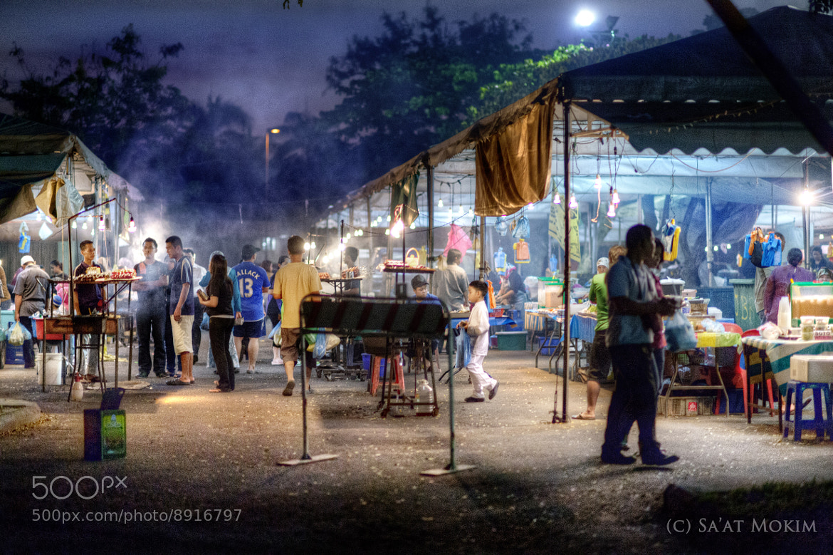 Photograph The Payday's Night at Nightstalls Gadong by Mohd Sa'at Haji Mokim on 500px